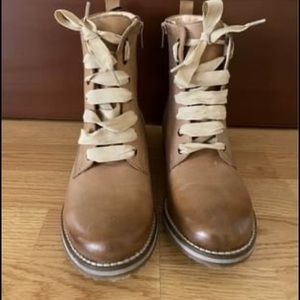 Lace up boot